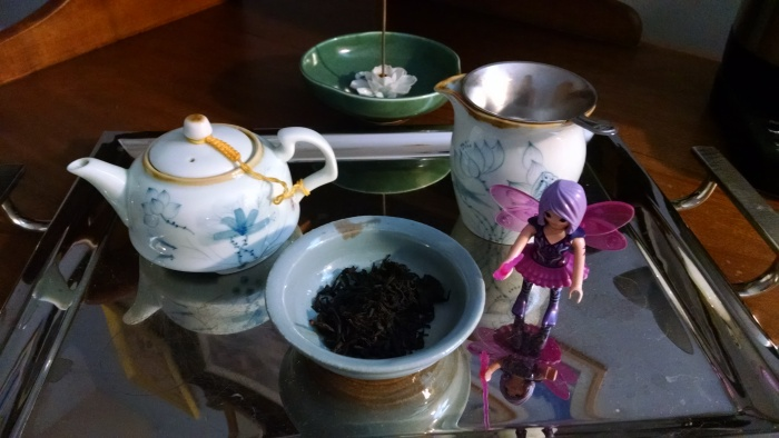 attempting to give my imagination wings with some honey orchid black tea from far-off Fujian province.....